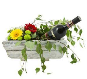 нестандартни цветя в кошница